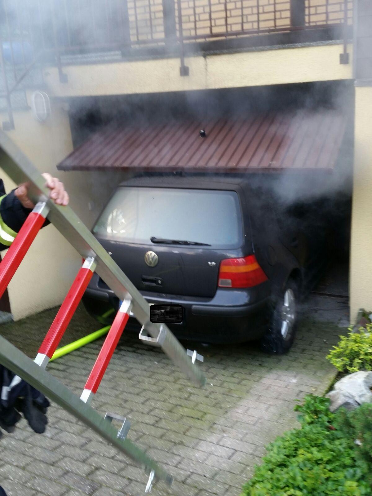 Brennender PKW in Garage  (Foto: OTS)