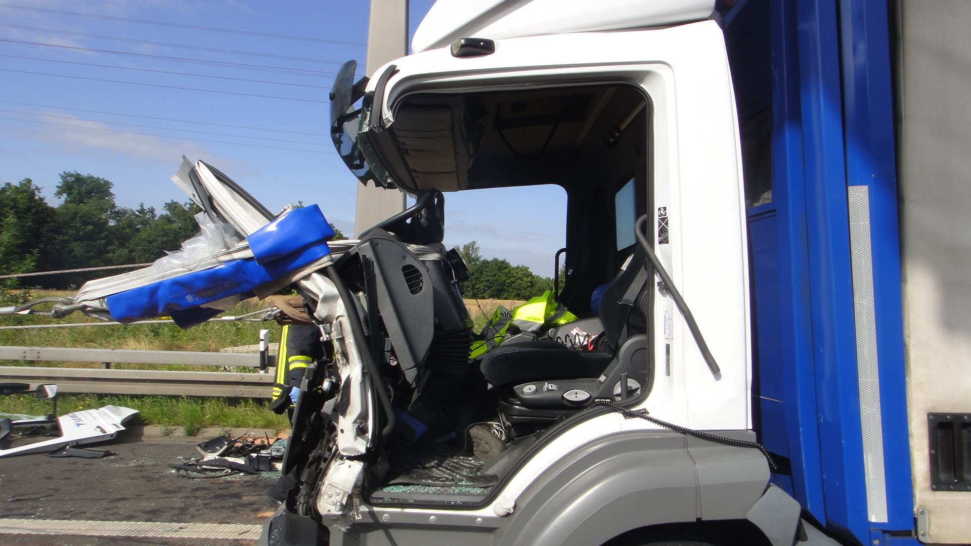 Schwerer Verkehrsunfall zwischen drei LKW (Foto: OTS)