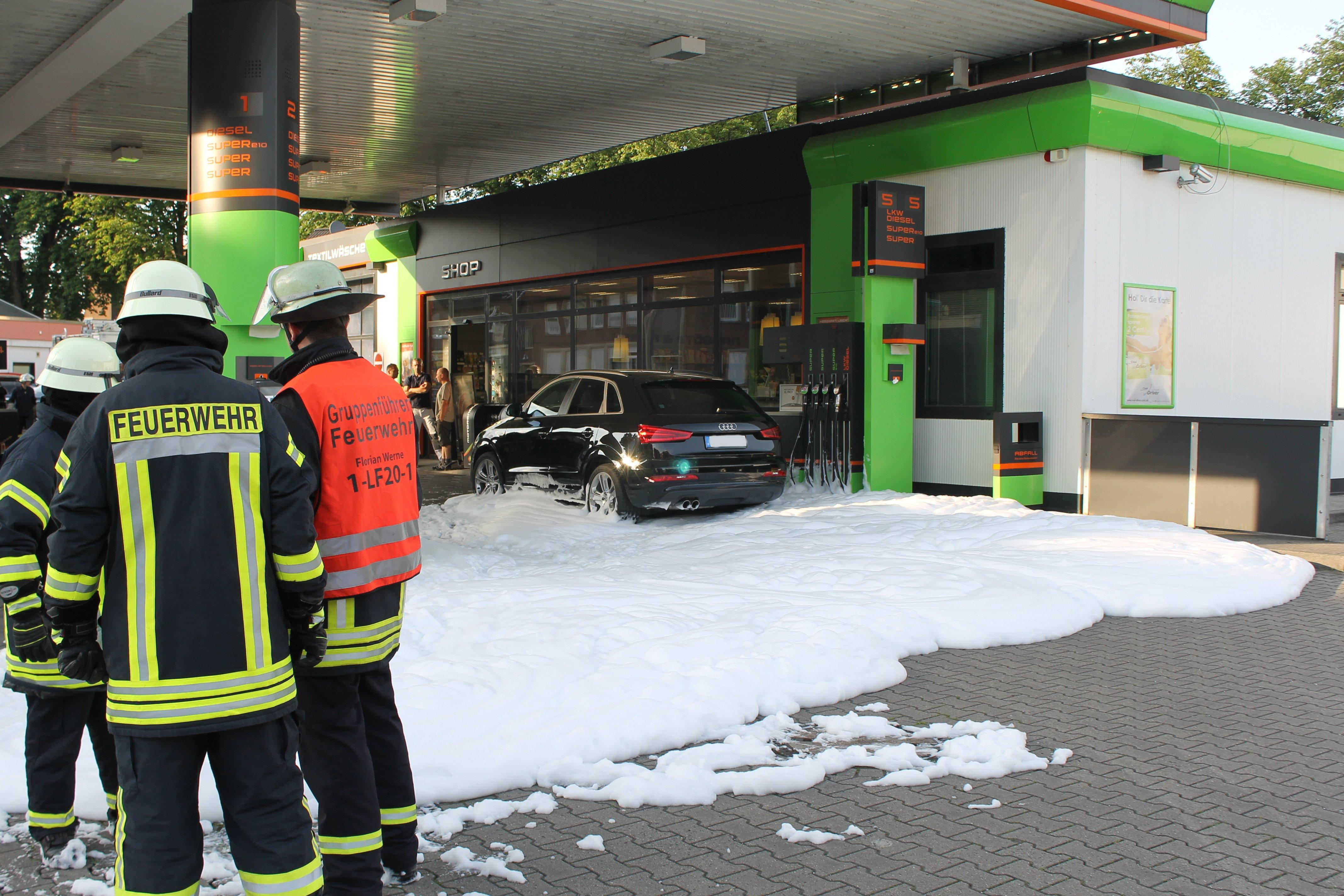 Benzin läuft aus defektem Tank (Foto: OTS)