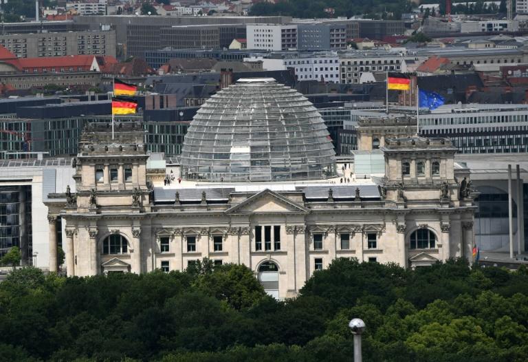 Bundestagspräsident Lammert lässt Projektionen auf Reichstagsgebäude zu (© 2016 AFP)