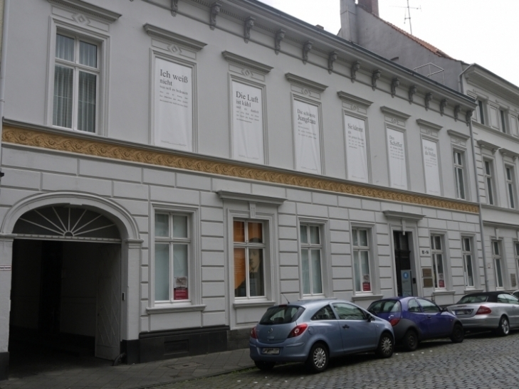 """Treppenhausausstellung """"Dichter in Badehosen"""" im Heinrich-Heine-Institut (Foto: xity)"""