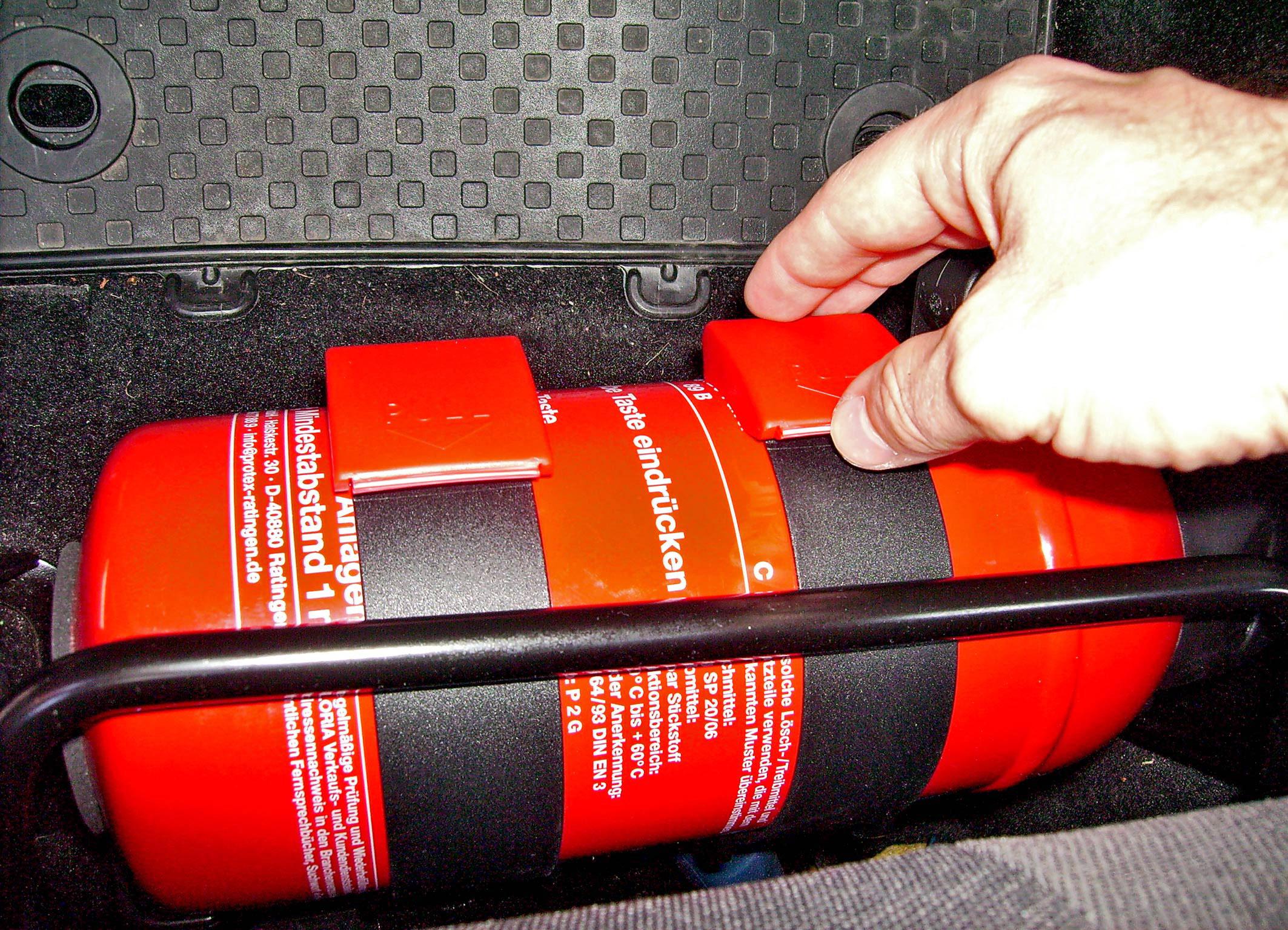Bei Fahrzeugbränden kühlen Kopf behalten und Panikreaktionen vermeiden (Foto: Gesellschaft für Technische Überwachung GmbH)