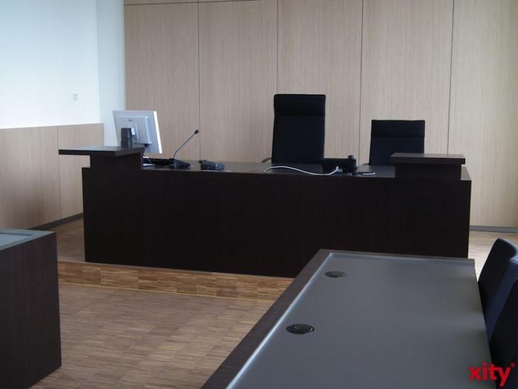 Fünf russische Hooligans wegen brutalen Überfalls am Kölner Dom vor Gericht (Foto: xity)