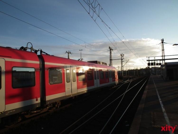 Ein voll besetzter Regional-Express mit 700 Personen ist im Bereich Toulouser Allee durch einen technischen Defekt liegen geblieben (Foto: xity)